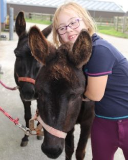 Stichting Hart in Friesland - Bûtenút: meisje met ezels
